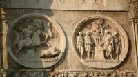 Ukiran Hadrian berburu singa bersama Antinous. Kabar selentingan para tokoh Romawi Kuno dan Yunani Kuno menjadi pembicaraan di tengah-tengah masyarakat pada masanya. (Sumber Ancient Origins)