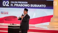 Calon presiden nomor urut 02 Prabowo Subianto memberi paparannya dalam debat kedua Pilpres 2019 di Hotel Sultan, Jakarta, Minggu (17/2). Semua pertanyaan dalam debat kedua ini dirahasiakan. (Liputan6.com/Faizal Fanani)