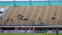 Tribune selatan Stadion Maguwoharjo, Sleman, tampak sepi penonton saat PSS melawan Madura United di Piala Presiden 2019, Selasa (5/3/2019). (Bola.com/Vincentius Atmaja)