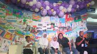 Faye Simanjuntak dan Galih Wismoyo dalam acara pembukaan pameran lukisan 'Krayon Kami Karya Kami' di Atrium Plaza Indonesia, Sabtu (23/2/2019). (dok. Liputan6.com/Esther Novita Inochi)