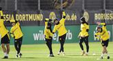 Penyerang Borussia Dortmund, Erling Haaland (tengah) berlatih bersama rekan-rekannya selama sesi latihan di Dortmund, Jerman, Senin (23/11/2020). Dortmund akan bertanding melawan  Club Brugge pada Grup F Liga Champions. (AP Photo/Martin Meissner)