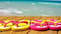 Tahukah Anda kalau di sejumlah negara hari ini merayakan hari sandal jepit sedunia.