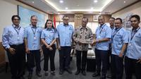Menhub Budi Karya bersama petinggi PT Transjakarta. (Istimewa)
