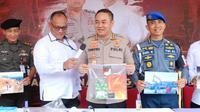 Konferensi pers mengenai penutupan tambang pasir batu (sirtu) tanpa izin, di Jawa Timur pada Senin, (16/3/2020). (Foto: Liputan6.com/Dian Kurniawan)