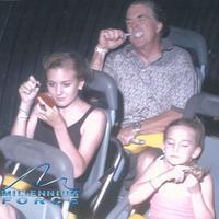 Simak kumpulan sederet kumpulan ekspresi orang-orang saat di atas rollercoaster. (Sumber foto: unsplash.com)