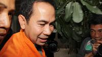 Terpidana kasus suap sengketa Pilkada Lebak di MK, Tubagus Chaeri Wardana alias Wawan meninggalkan Rutan KPK Jakarta, (17/3/2015). KPK memindahkan Wawan, yang status hukumnya sudah berkekuatan tetap ke LP Sukamiskin Bandung. (Liputan6.com/Helmi Afandi)