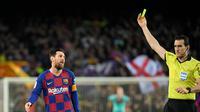 Wasit Juan Martinez Munuera akan memimpin duel Barcelona versus Real Madrid di Camp Nou pada laga pekan ketujuh La Liga, Sabtu (24/10/2020) malam WIB. (AFP/Lluis Gene)