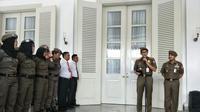 Wakil Gubernur DKi Sandiaga Uno melepas Satpol PP Perempuan untuk resmikan penutupan Disktotek