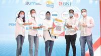 Wakil Direktur Utama BNI Adi Sulistyowati (tengah), CEO Buku Warung Abhinay Peddisetty (kedua kanan) dan David Tannoto (kanan), Deputy Director Division Head of Payment System Innovation Bank Indonesia Ricky Satria (kedua kiri), dan Senior Executive Vice President Bisnis Digital BNI Rian Eriana Kasl