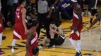 Guard Golden State Warriors Klay Thompson terkena cedera ACL lutut kiri pada gim enam NBA Finals 2019 melawan Toronto Raptors. (AP Photo/Tony Avelar)