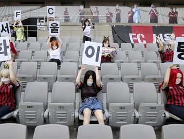 Boneka Hiasi Bangku Tribun di Laga FC Seoul Kontra Gwangju FC