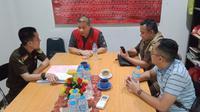 Buronan Farok ditangkap pada Selasa 29 Oktober 2019 oleh tim gabungan Intelijen Kejaksaan Agung, Kejati DKI Jakarta, dan Kejari Jakarta Pusat, di sebuah rumah makan di kawasan Jakarta sekitar pukul 17.00 WIB. Dia ditangkap tanpa melawan petugas.(dok. Kejagung)