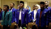 Ketum PAN Zulkifli Hasan (tengah), Ketua Dewan Pertimbangan PAN Amien Rais (kanan) dan Ketum Partai Idaman Rhoma Irama mengikuti acara pembukaan Rakernas PAN di Jakarta, Kamis (9/8). (Liputan6.com/Johan Tallo)