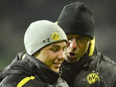 Kenangan kebersamaan pelatih Liverpool, Jurgen Klopp, dan pemain Bayern Munchen, Mario Gotze, saat masih bersama di Dortmund. Klopp kini dikabarkan akan mendatangkan Gotze ke Anfield untuk kembali mengulang kejayaan bersama. (AFP/Odd Anderson)