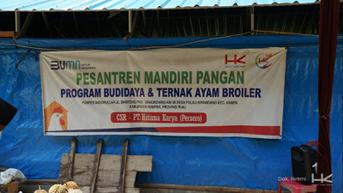 Bangun Kandang Ayam, Cara HK Bangkitkan UMKM di Riau