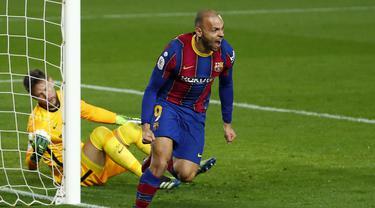FOTO: Tak Terpengaruh Barcagate, Barcelona Menang Dramatis 3-0 atas Sevilla dan Lolos ke Final - Martin Braithwaite