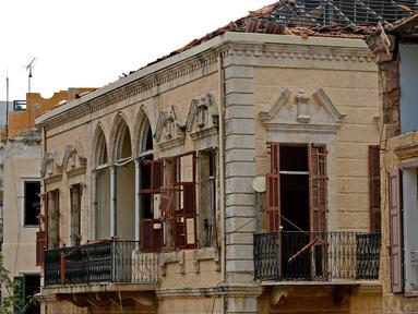 Sebuah bangunan yang hancur terlihat di Beirut, Lebanon, pada 13 Agustus 2020. Sebanyak 601 bangunan bersejarah hancur akibat ledakan yang mengguncang Beirut pada 4 Agustus lalu, dengan 70 di antaranya dapat roboh jika tidak segera direstorasi. (Xinhua/Bilal Jawich)
