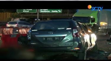 13 korban yang terdiri dari sembilan penumpang Avanza dan empat penumpang Toyota Kijang dirawat di Rumah Sakit UKI Cawang dan Kramat Jati.
