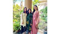5 Momen Kebersamaan Elvira Devinamira dengan Ibunda dan Adiknya (Sumber: Instagram.com/@elviraelph)