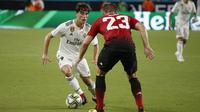 Bek Real Madrid Alvaro Odriozola (kiri). (AFP/Rhona Wise)