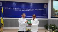 Guru Besar dari Universitas Airlangga (UNAI), Prof Dr Djoko Agus Purwanto Apt MSi melakukan riset terkait teh hijau kelak bisa digunakan untuk mengatasi masalah kanker.