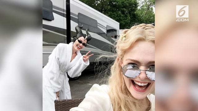 Sekuel 'Maleficent'  tengah melalui proses produksi. Lewat unggahannya, Elle Fanning merilis penampilan Angelina Jolie dalam film 'Maleficent 2'