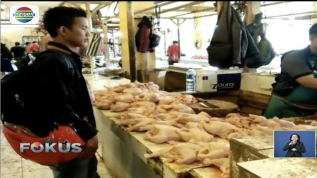 Harga ayam potong dan sayur mayur di Kabupaten Bandung, Jawa Barat, meroket jelang Hari Natal dan Tahun Baru.