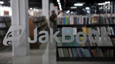 Suasana pasar buku Jakbook yang terletak di Pasar Kenari, Jakarta Pusat, Selasa (30/4/2019). Buku-buku yang dijual di Jakbook, baik lokal atau impor, lebih murah 30 persen dibanding harga di toko buku lain. (merdeka.com/Iqbal S. Nugroho)