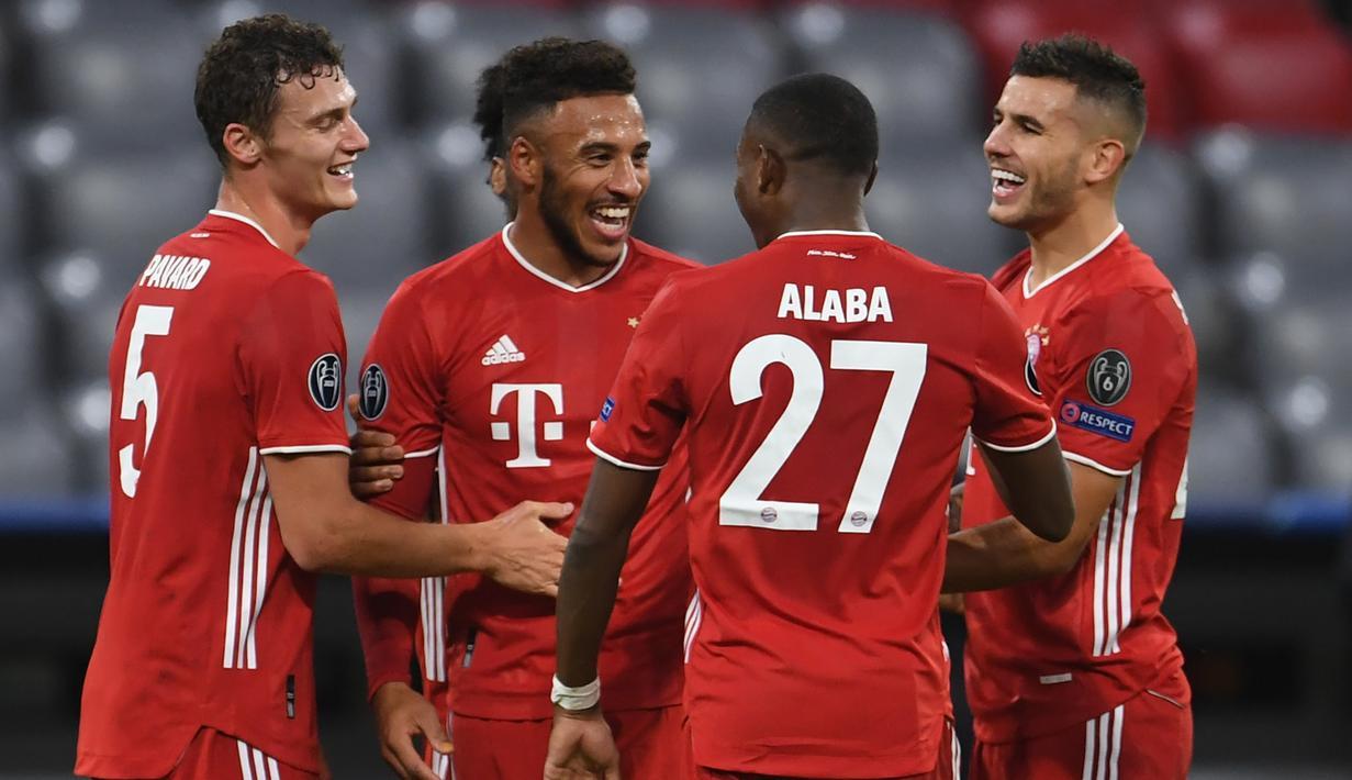 Pemain Bayern Munchen merayakan gol yang dicetak Corentin Tolisso ke gawang Atletico Madrid pada laga Grup A Liga Champions 2020/2021 di Allianz Arena, Kamis (22/10/2020) dini hari WIB. Bayern Munchen menang 4-0 atas Atletico Madrid. (AFP/Andreas Gebert/pool)