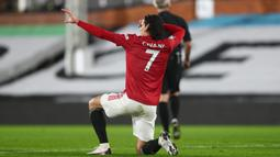 Edinson Cavani telah menggunakan nomor punggung 7 bersama Manchester United sejak kedatangannya di Old Trafford pada awal musim 2020/2021. Ia mewarisi nomor tersebut dari Alexis Sanchez yang hijrah ke Inter Milan. (Foto: AFP/Pool/Clive Rose)