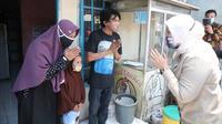 Menaker Ida Kunjungi Rumah Pekerja Penerima Bantuan Subsidi Upah Bekasi (Foto:Kemnaker)