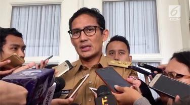 Dewi Perssik ramai dibicarakan setelah memaksa masuk ke busway.