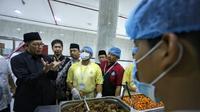 Menteri Agama (Menag) Lukman Hakim Saifuddin meninjau dapur perusahaan katering penyedia konsumsi jemaah haji di Makkah. Bahauddin/MCH