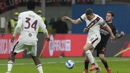 Meski bertindak sebagai tamu, Torino tampil dominan di awal babak pertama. Namun, Andrea Belotti dan kawan-kawan masih kesulitan menembus barisan pertahanan AC Milan. (AP/Luca Bruno)