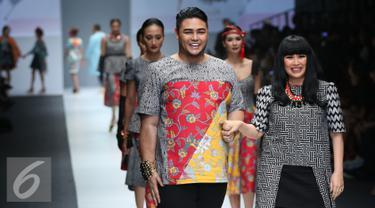 20151026-Jakarta-Fashion-Week-2016-Ivan-Gunawan