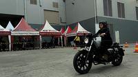 Test ride Benelli Motobi 200 Evo di GIIAS 2018 (Liputan6.com/Yurike)