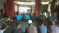 Sejumlah napi belajar di Pesantren At Taubah Lapas Klas II B Cianjur. (Dok Ditjen Pas Kemenkumham)