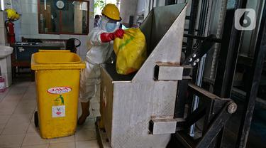 Proses Pembakaran Limbah Medis di RSCM