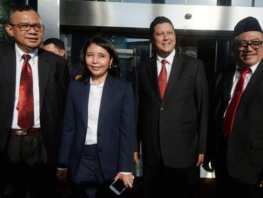 Plt Ketua Dewan Kehormatan Penyelenggara Pemilu (DKPP), Muhammad serta anggota komisioner DKPP, Alfitra Salamm (kiri), Idha Budhiati (dua kiri) dan Teguh Prasetyo (kanan) usai menggelar sidang kode etik kepada Komisioner KPU Wahyu Setiawan di KPK, Jakarta. Rabu (15/1/2020). (merdeka.com/Dwi Narwoko)
