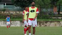 Jose Sardon gabung Semen Padang. (Bola.com/Arya Sikumbang)