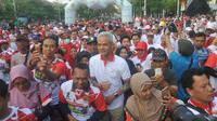 Ganjar Pranowo selaku Ketua Umum PP Kagama berbaur dengan masyarakat Kota Semarang pada puncak kegiatan Caring For Nation #3 IKA Undip-Kagama, Minggu (22/9/2019).