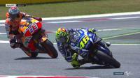 Valentino Rossi bersaing ketat dengan Marc Marquez pada balapan MotoGP Catalunya, Minggu (5/6/2016). (Bola.com/Twitter/MotoGP).