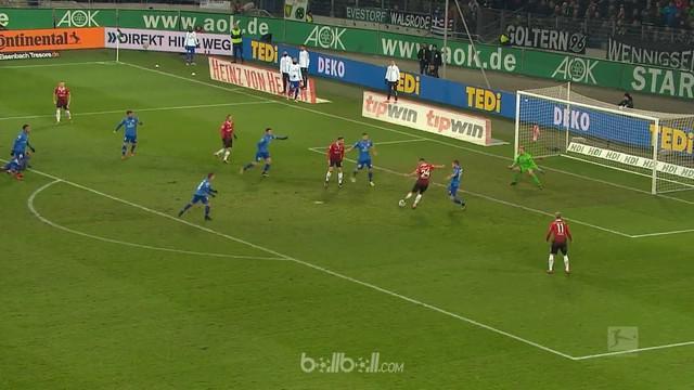 Hannover berbalik unggul mengalahkan tim tamu Mainz 3-2 walaupun sempat tertinggal dua gol sebelumnya, Sabtu (13/1). Mainz memimpi...