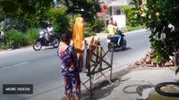 Roti raksasa lebih dikenal di Vietnam ketimbang lokasi wisatanya (Dok.YouTube)
