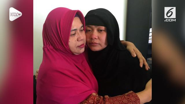 Tuti Tursilawati, TKW asal Majalengka dihukum pancung di Arab Saudi. Sebelum dieksekusi, Ibunda Tuti sempat mengunjungi Tuti di dalam tahanan.