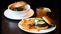 Ternyata makan di restoran memiliki dampak yang buruk layaknya makanan cepat saji.