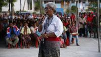 Mama Emi sedang berbicara dihadapan para pendukung di Kecamatan Amabi Oefeto Timur, Kabupaten Kupang (Liputan6.com/Ola Keda)