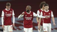Striker Arsenal Alexandre Lacazette merayakan golnya ke gawang Tottenham Hotspur dalam laga Liga Inggris di Emirates Stadium, Minggu (14/3/2021). (Nick Potts/Pool via AP)