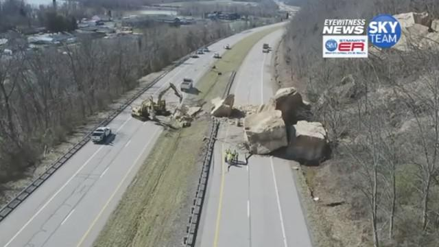 Bongkahan batu besar menutupi jalan raya di Ohio, AS. Kejadian ini sebabkan jalanan ditutup selama beberapa hari.