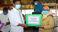 Wali Kota Batam, Muhammad Rudi, mencairkan insentif bagi guru swasta se-Kota Batam. (Foto: Liputan6.com/Ajang Nurdin)